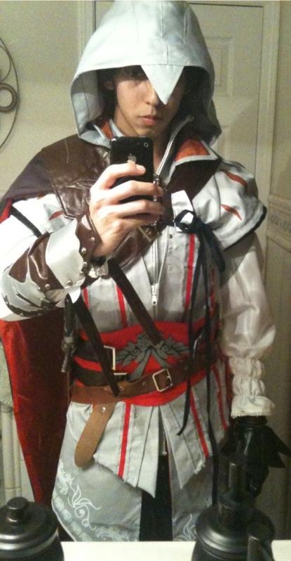 Megaluis15 in Ezio costume