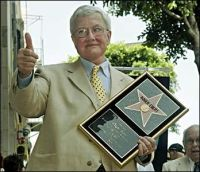 Roger Ebert gives thumbs up to movies not games