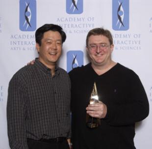 Gabe Newell wins Pioneer Award Developers Choice Awards 2010