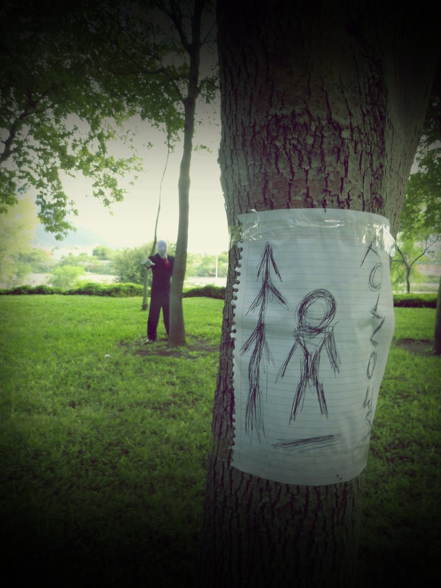 Slenderman Cosplay Slender: The Arrival