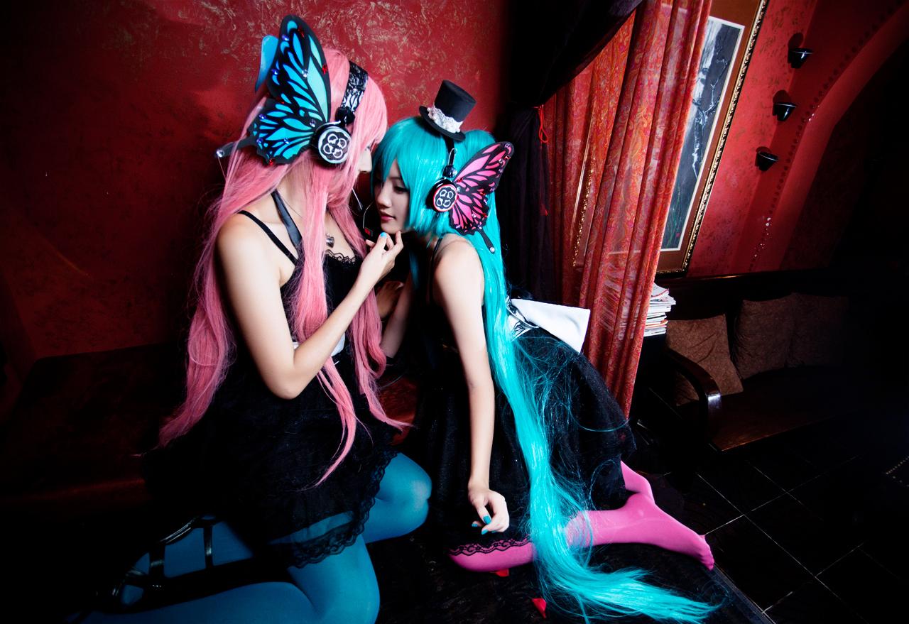 Miku Luka Lesbian Cosplay Pink Stockings Magnetic Kiss Starring Nyaomeimei and Meiji0805 by Keiham
